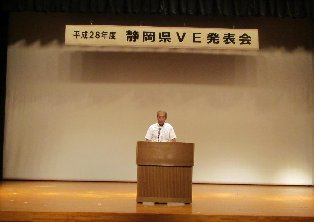 挨拶に立つ建設技術監理センターの堀野所長